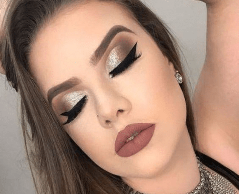 Hot smokey eye makeup