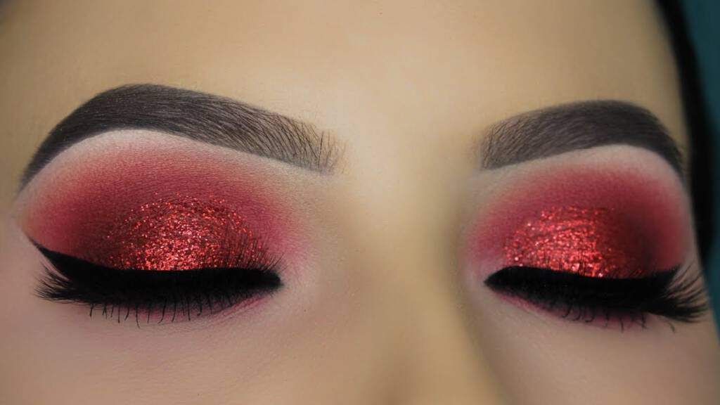 Red eyes makeup