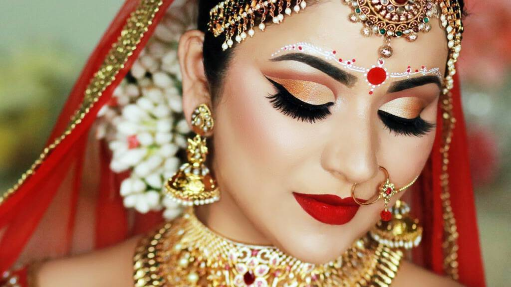 Traditional eye makeup